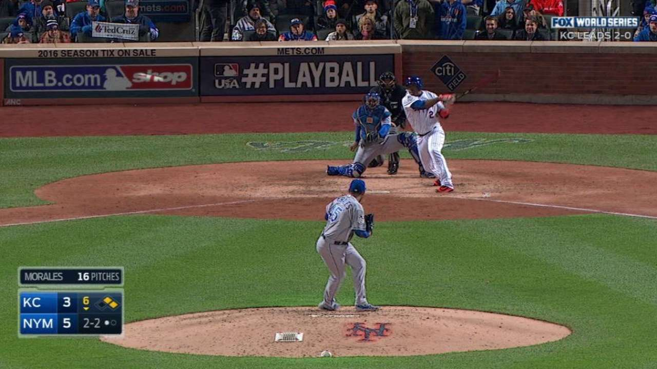 Uribe adds to legend with Gm 3 pinch-hit RBI
