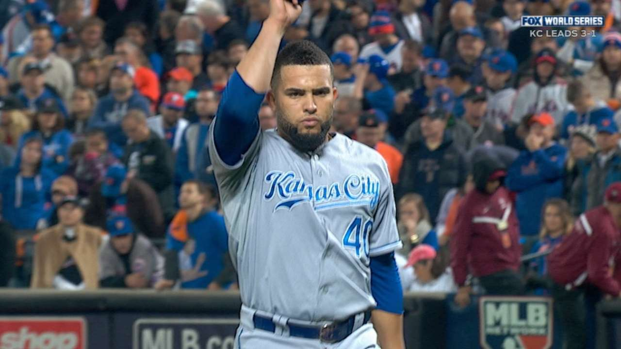 Herrera holds Mets down as Royals rally