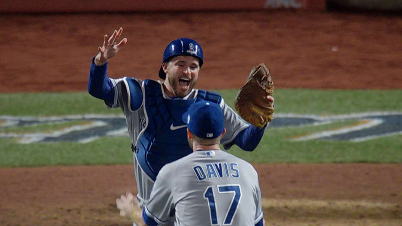 Davis closes out Series win