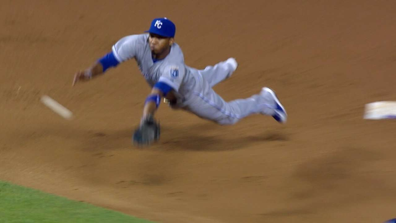 Escobar wins first Gold Glove