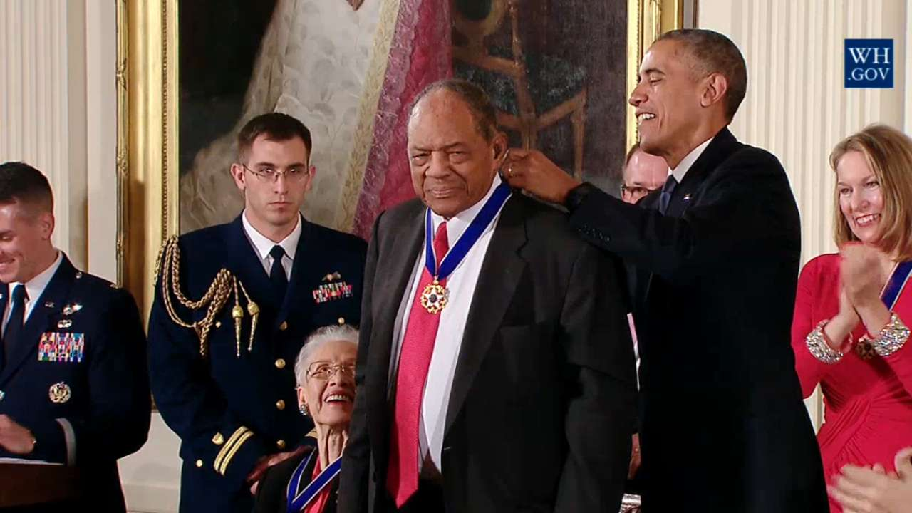 Mays, Berra honored with Medal of Freedom