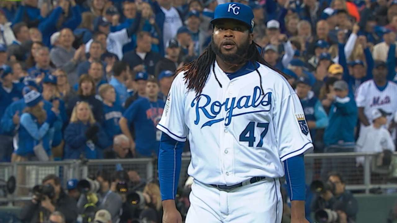 Source: Cueto declines D-backs' offer