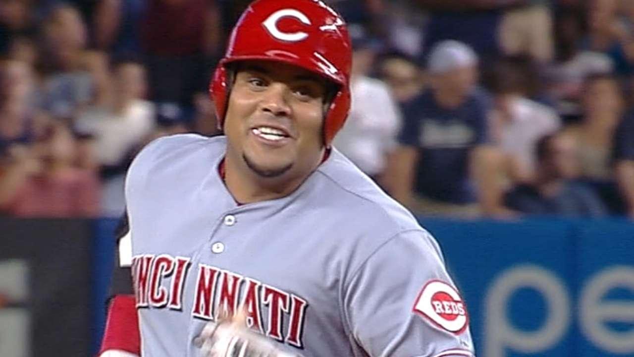 Cardinals sign catcher Pena