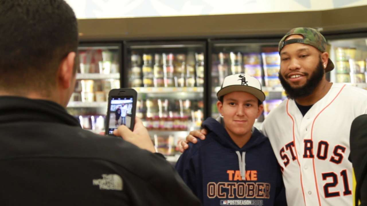 Gonzalez, Singleton aid Houston food drive