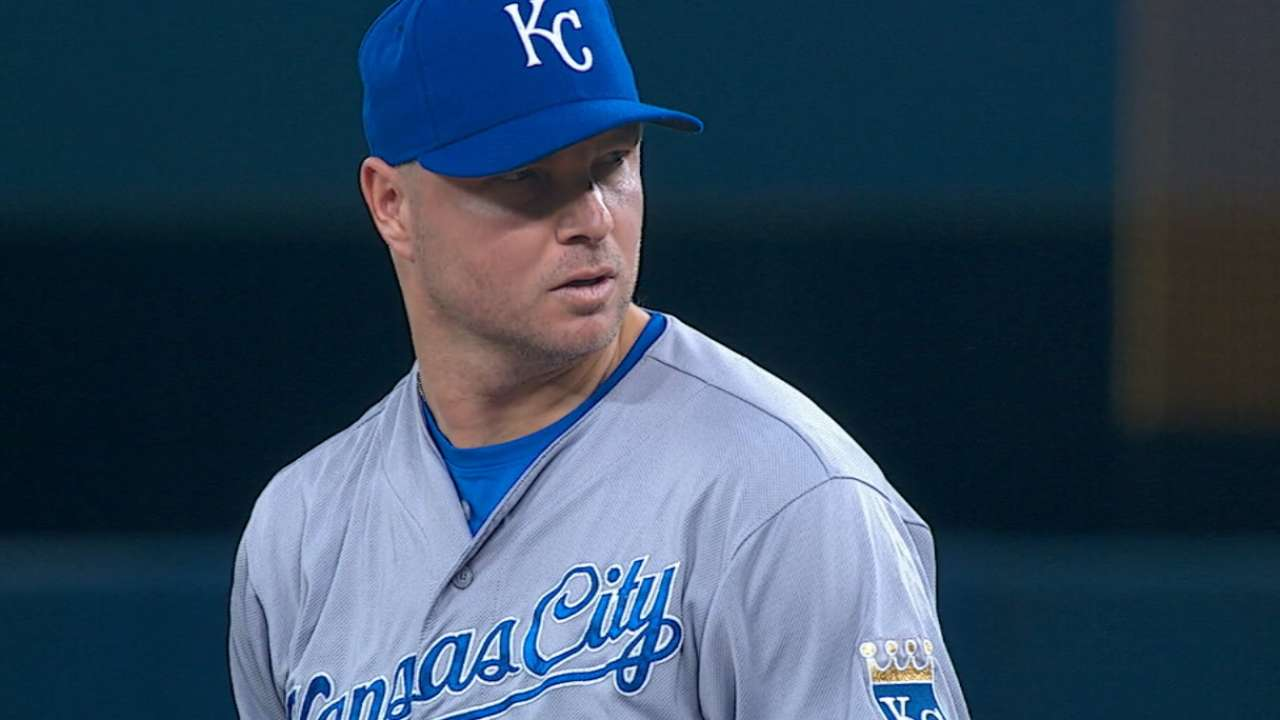 Source: Madson agrees to 3-year deal with A's