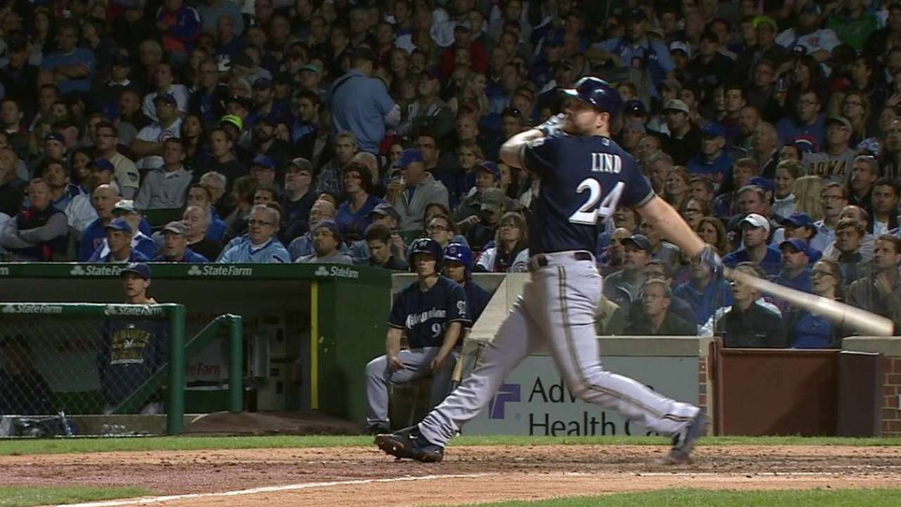 Mariners acquire 1B Lind from Brewers