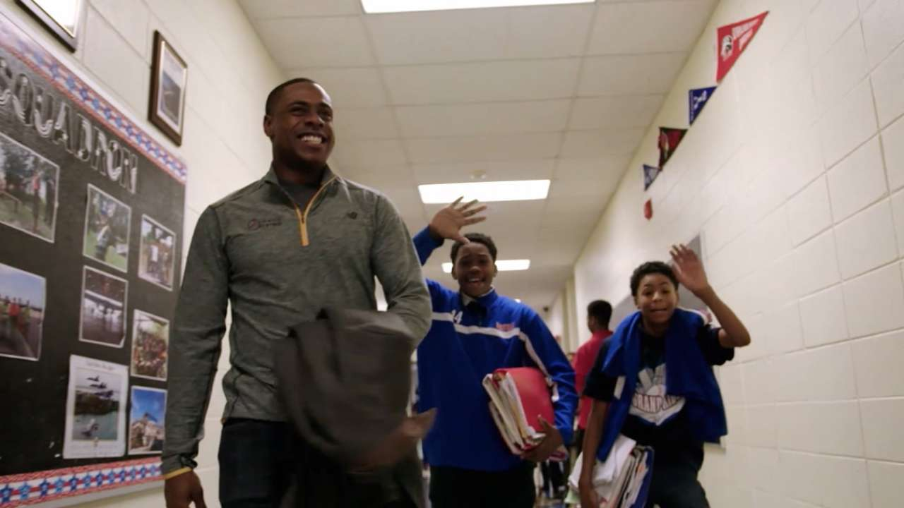Granderson gives back to hometown Chicago
