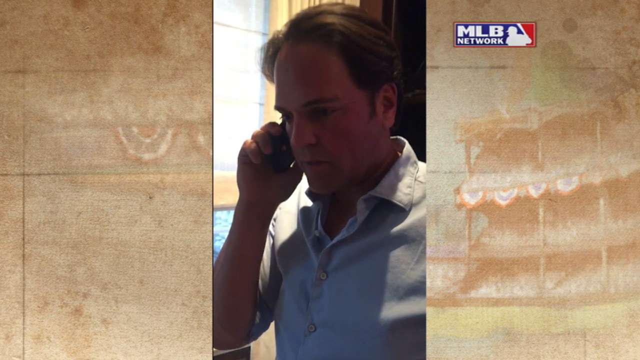 Piazza receives the call