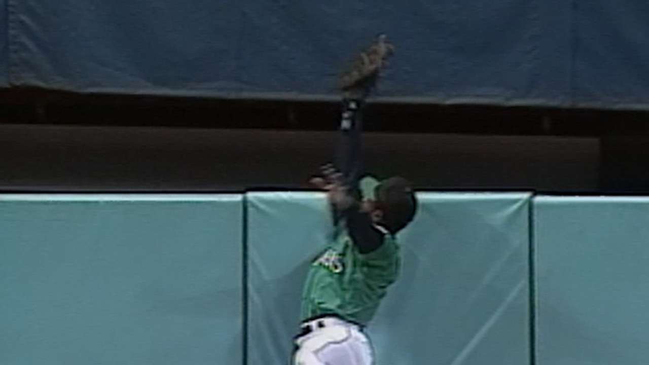 Griffey robs Belle of homer
