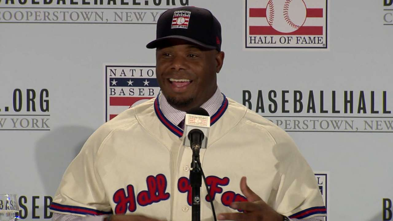 Griffey to wear Mariners hat