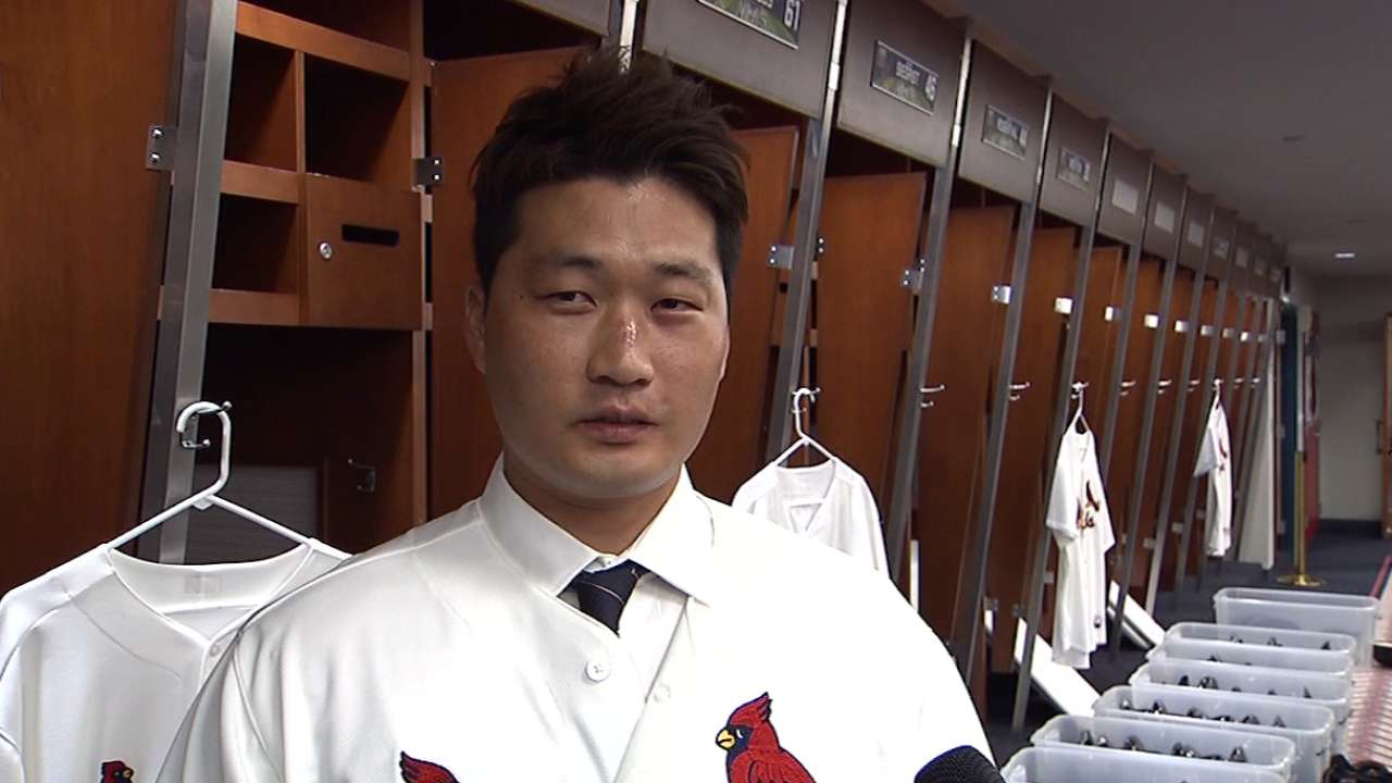 Cardinals add Oh to bullpen