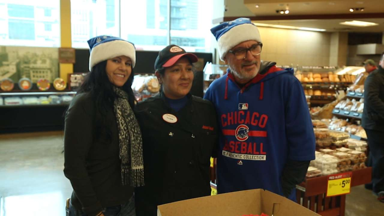 Maddon serving spaghetti on Cubs Caravan