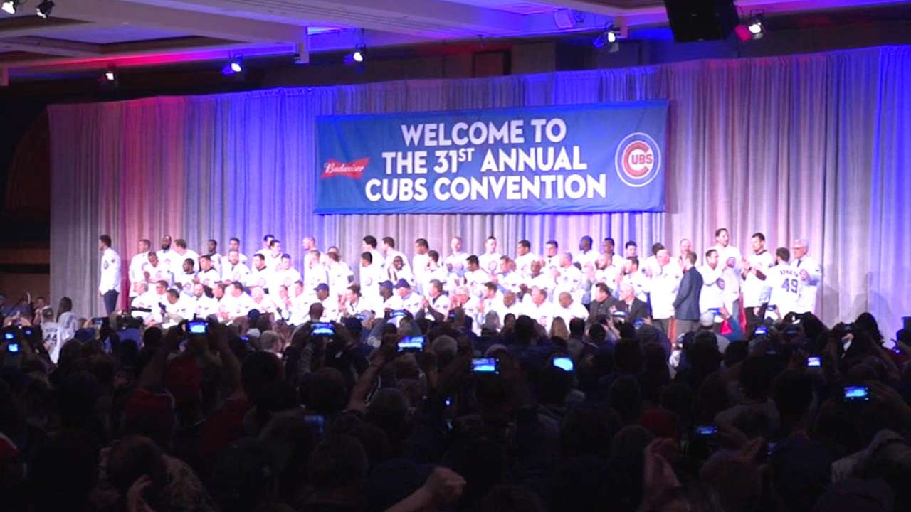 2015 rookies bond with fans at Cubs Convention