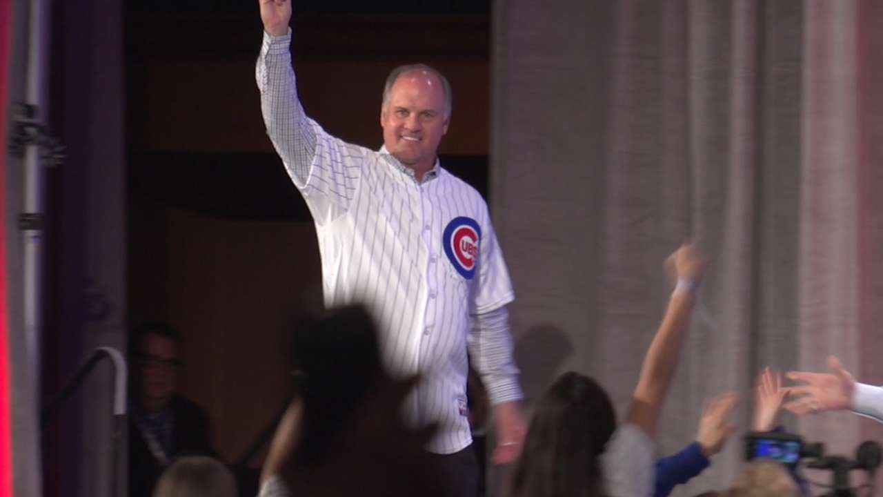 Sandberg where he belongs -- in Cubs camp