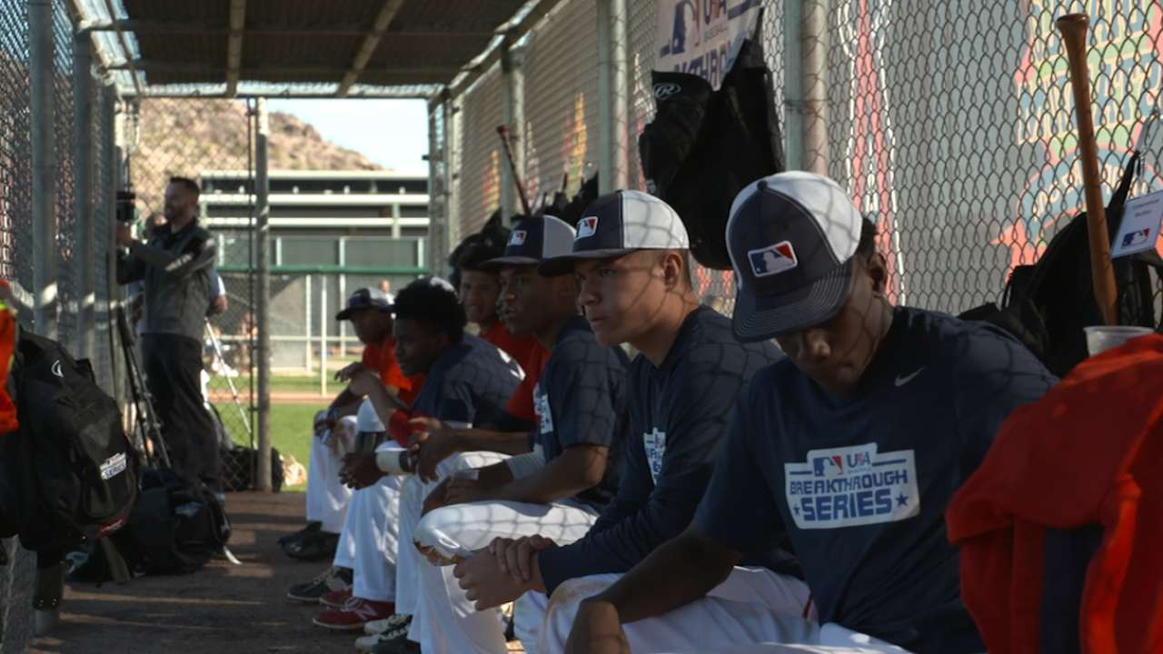 MLB alums help youth pursue dreams