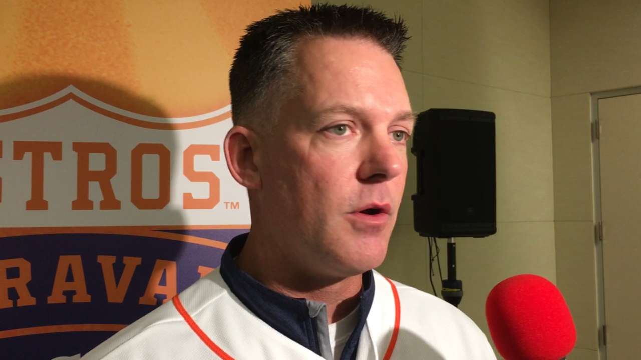 Astros manager Hinch shares optimism for '16