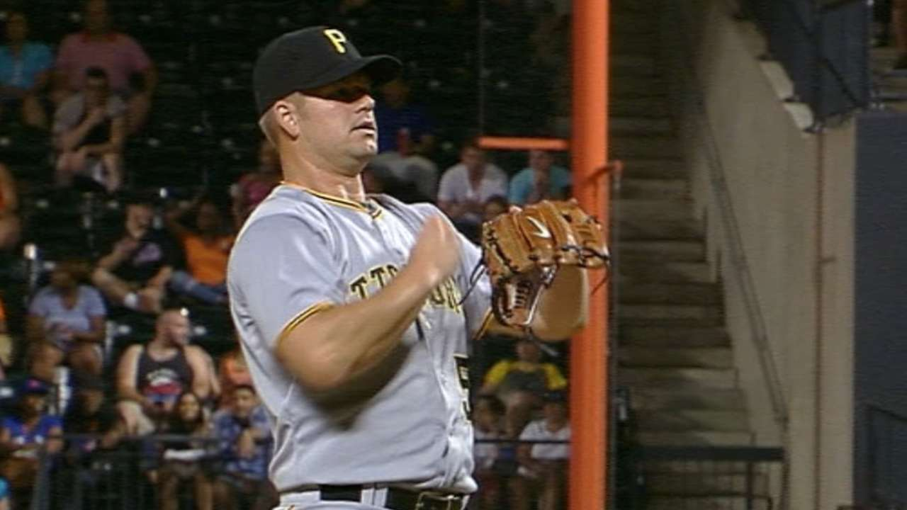 Dodgers ink reliever Blanton to 1-year deal