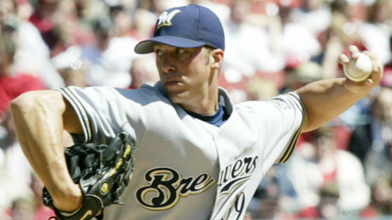Former All-Star Capuano back with Brewers