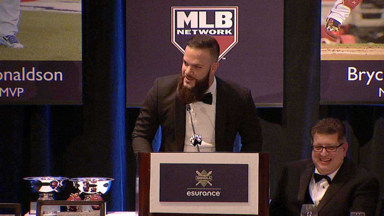 Keuchel accepts Cy Young Award
