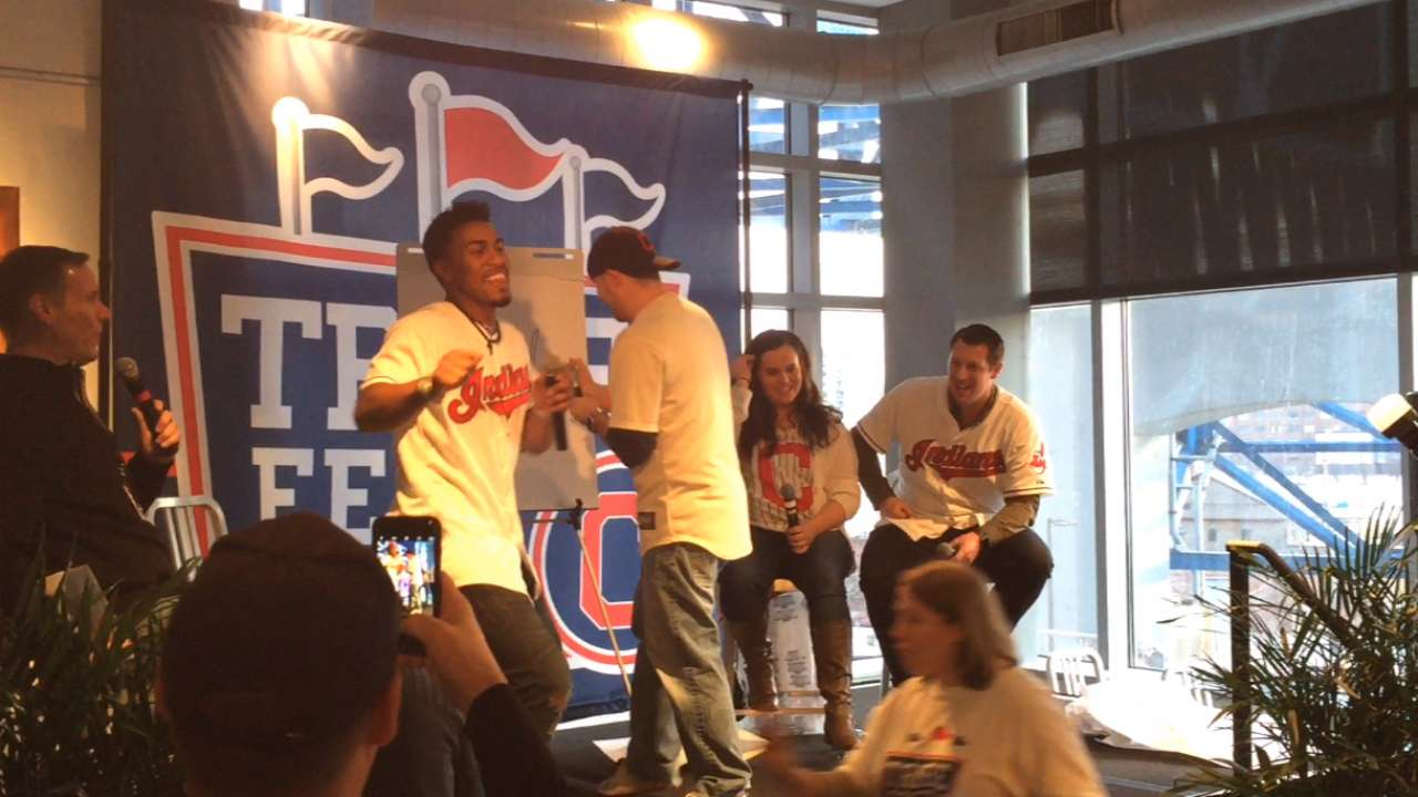 Playing Pictionary with fans, Shaw bests Lindor