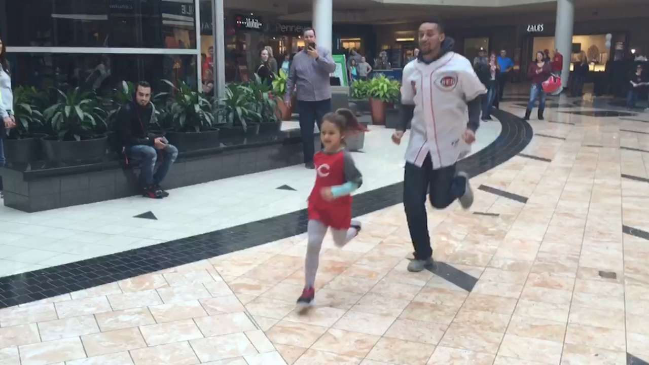 Billy vs. the kid: Reds star races young girl