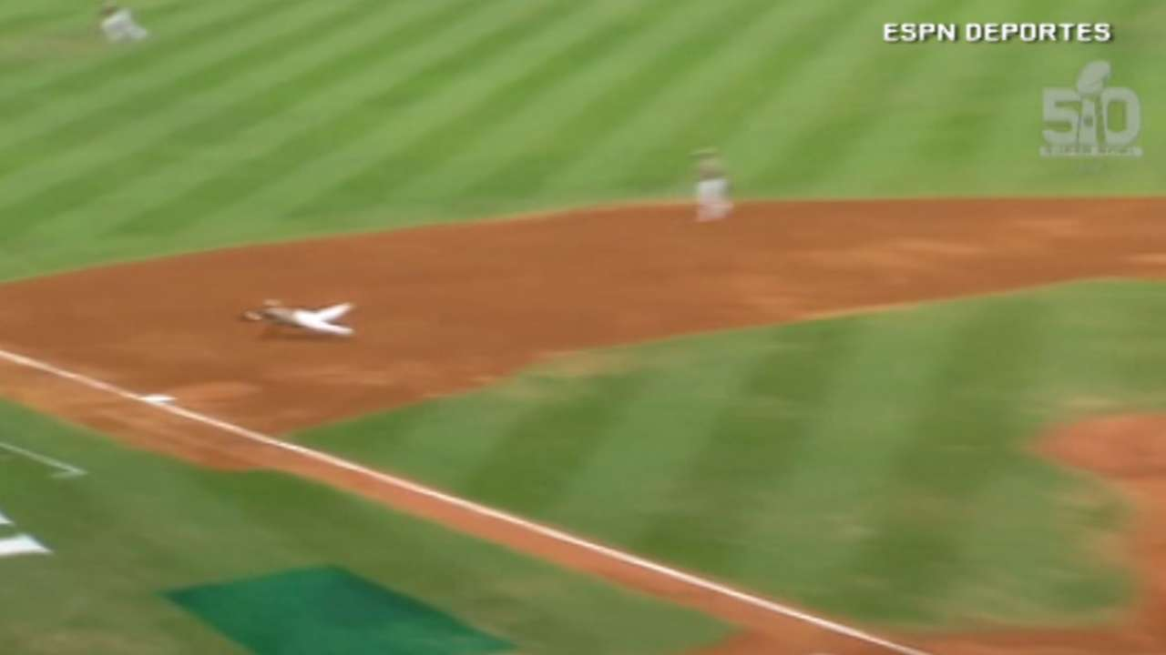 Garcia makes nice diving catch