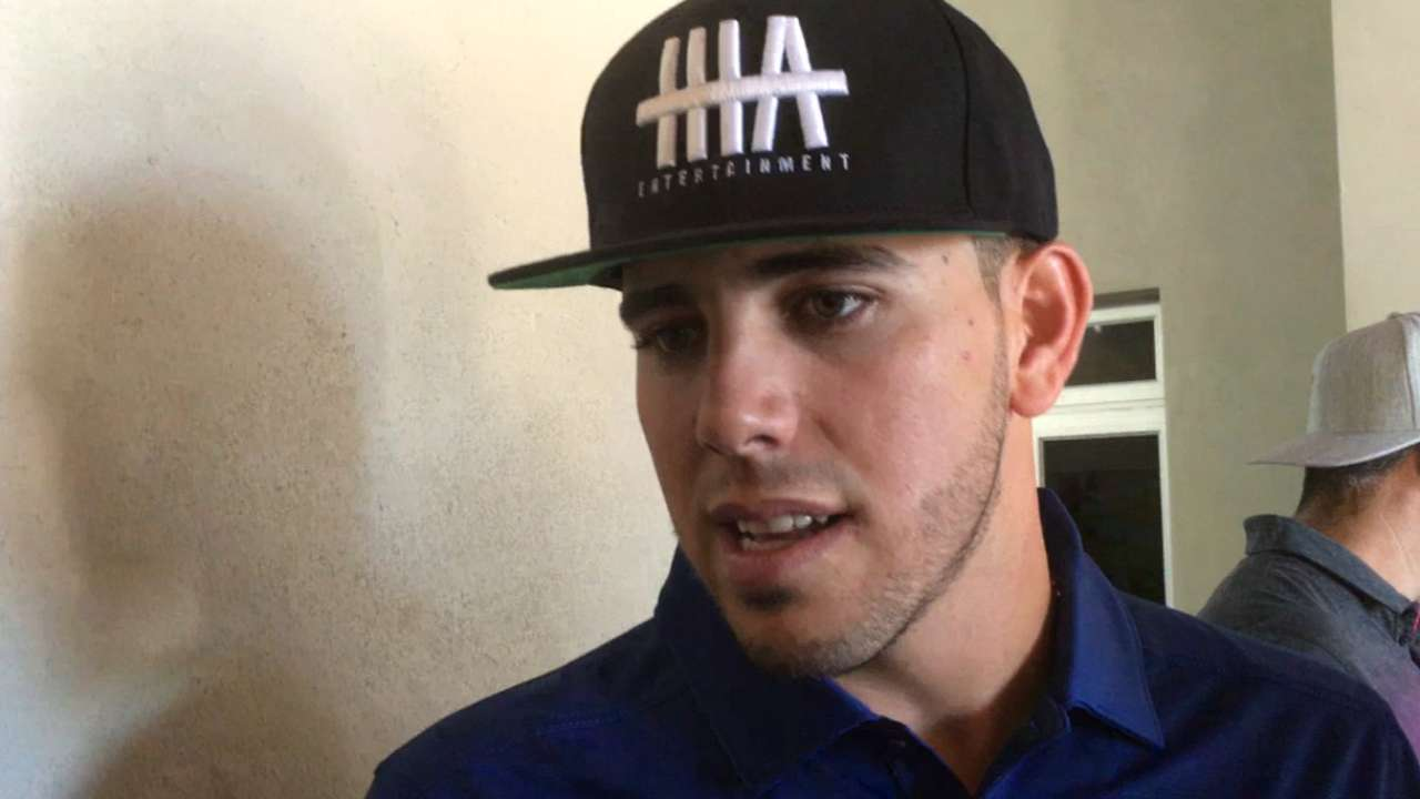Fernandez tuned out rumors, ready for 2016