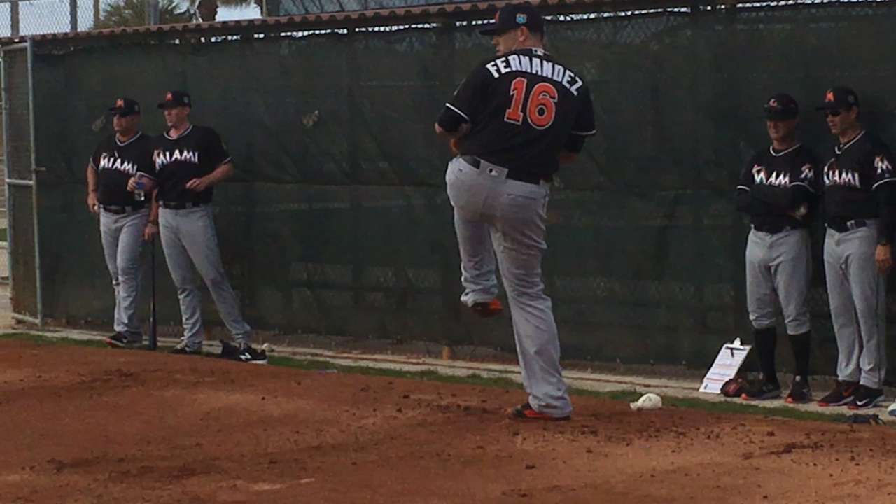 First bullpen session has Opening Day feel for Jose