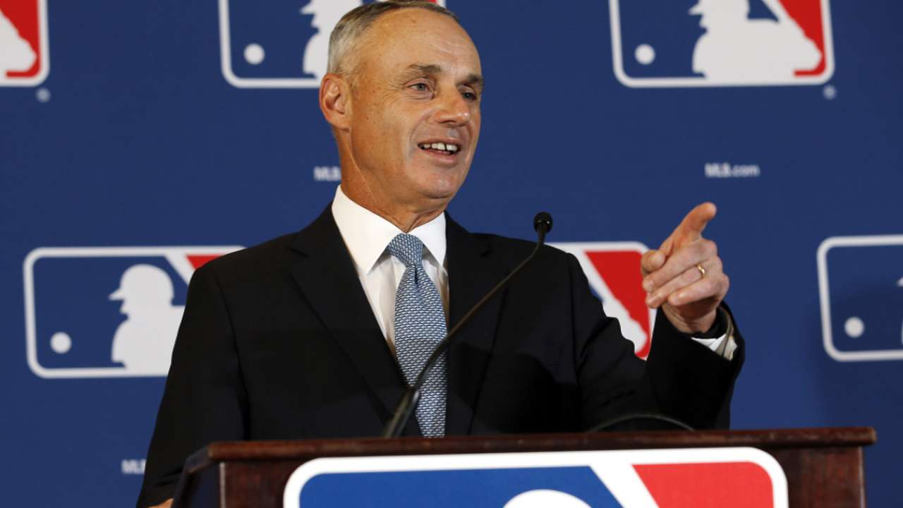Manfred highlights game's advances in Arizona