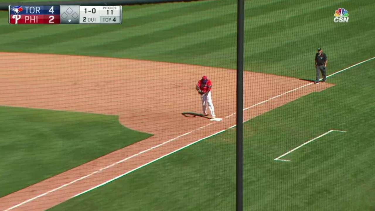 Hernandez looks to win job as Phillies' closer