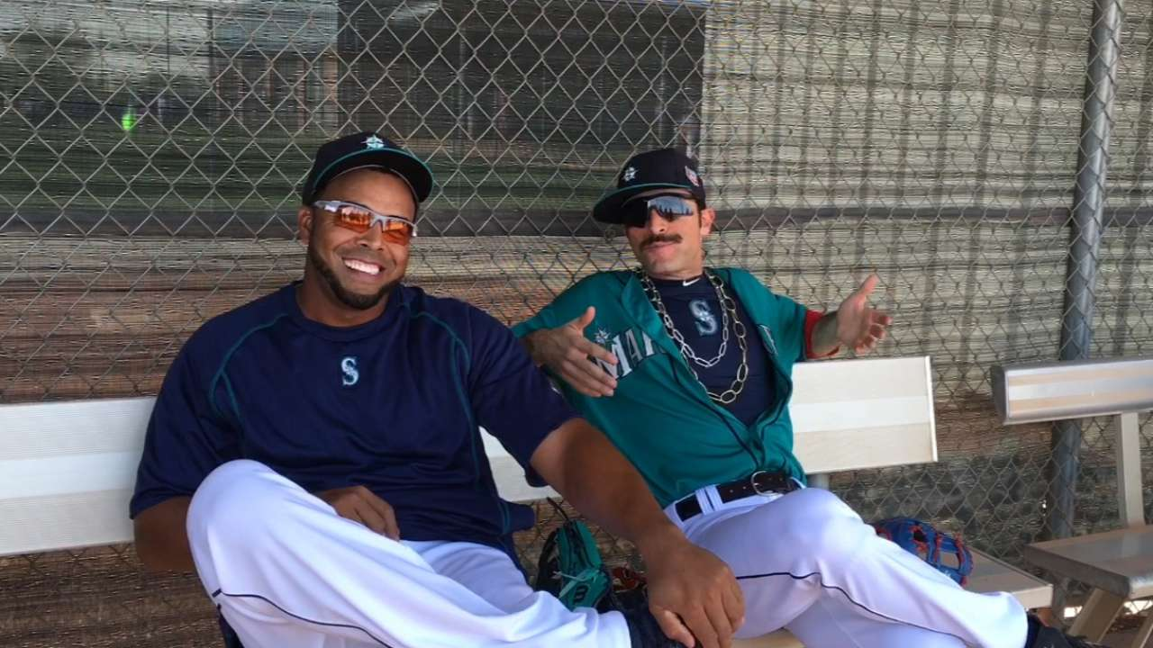 Comedian Ayala cracks up Mariners at camp