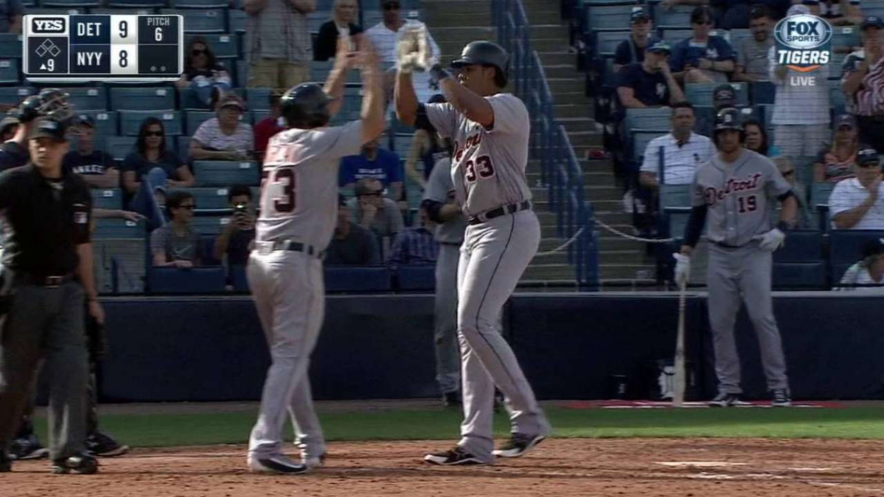 Moya's go-ahead two-run homer