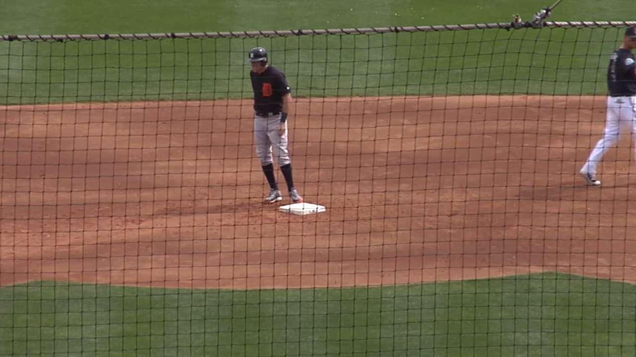 Kinsler, V-Mart fuel Tigers' outburst vs. Braves