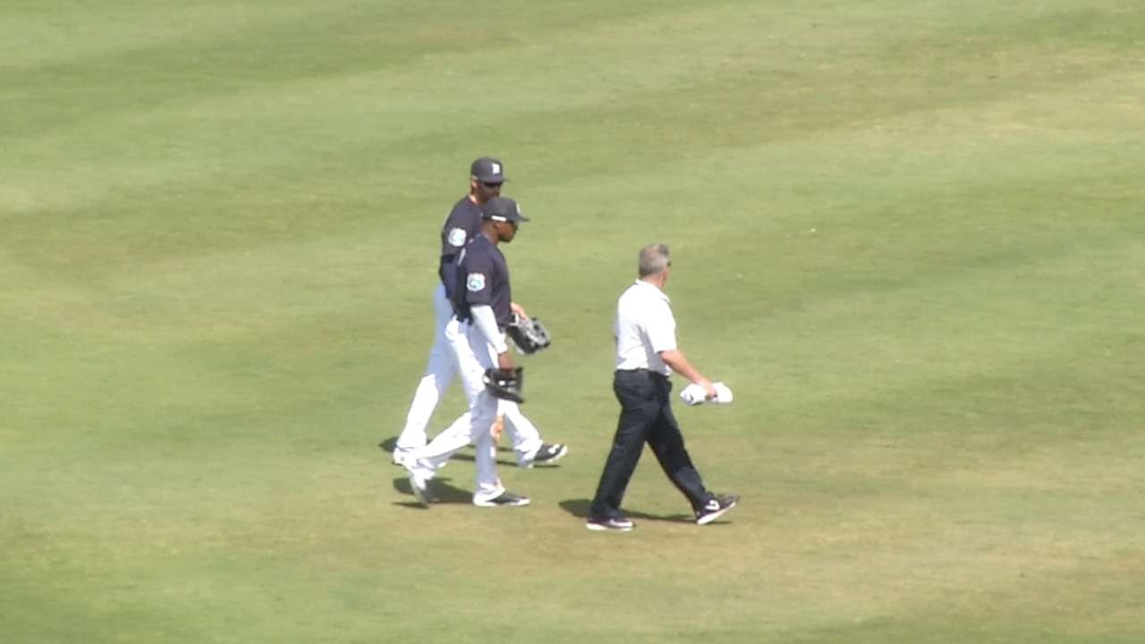 Tigers' Upton hurts ankle, exits as precaution