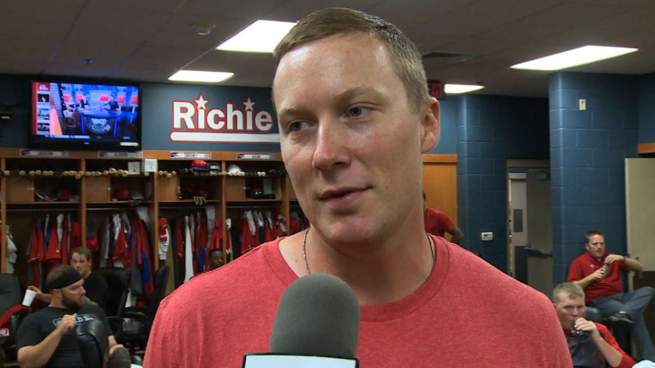 Strained oblique for Asche leaves Phils short