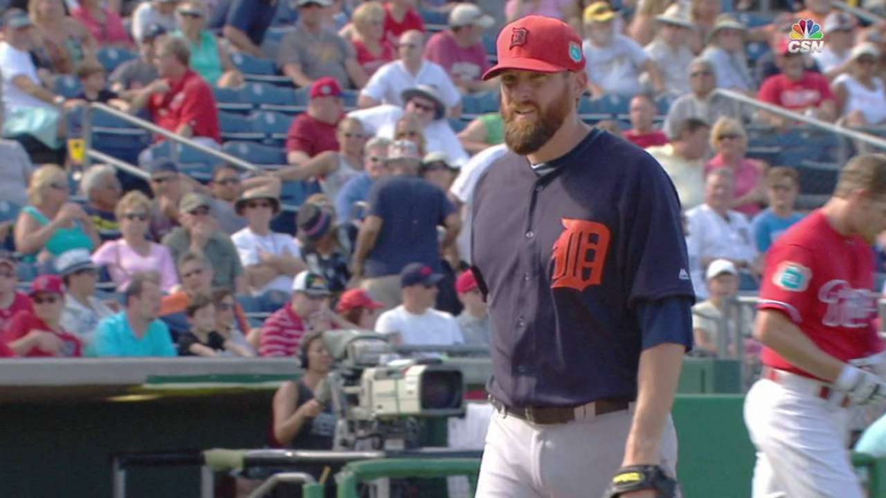 Tigers release Parnell, option Rondon to Minors
