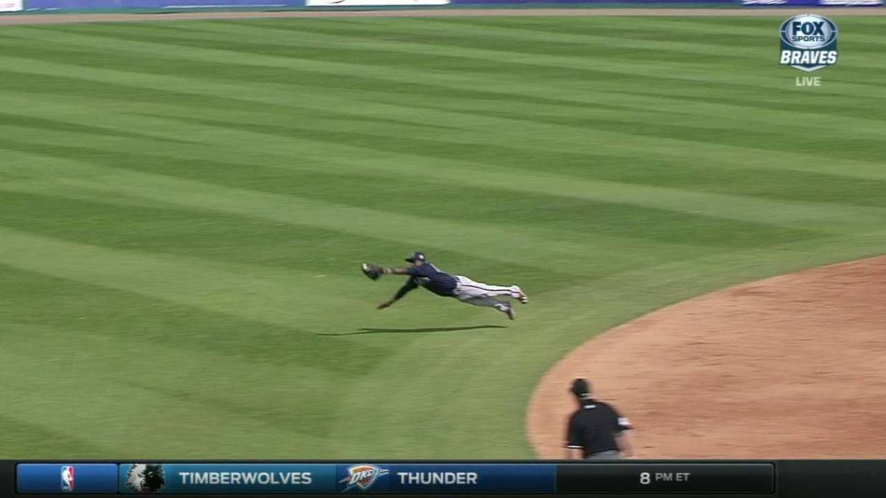 Albies' diving catch