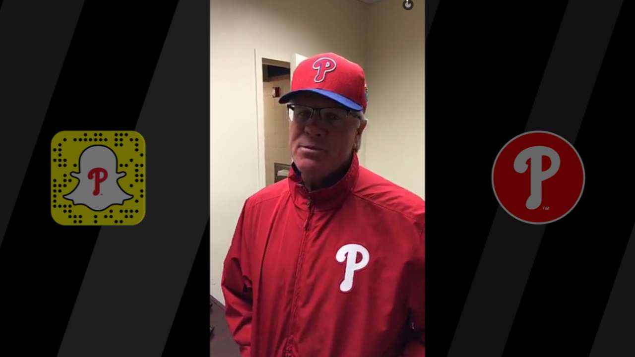 Phils give fans up-close view of Spring Training