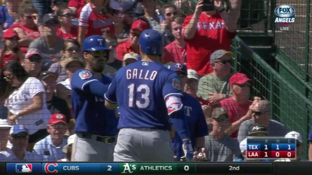 Rangers' Gallo crushes homer into players' lot