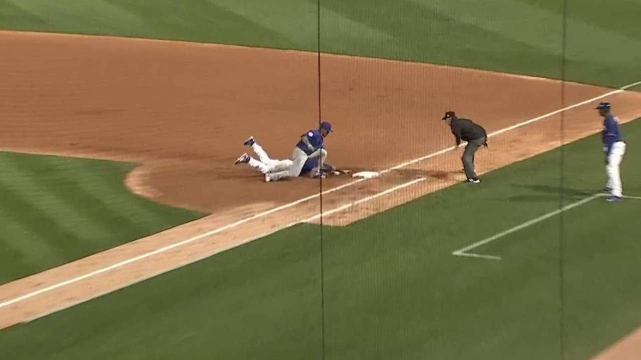 Contreras' pickoff of Utley