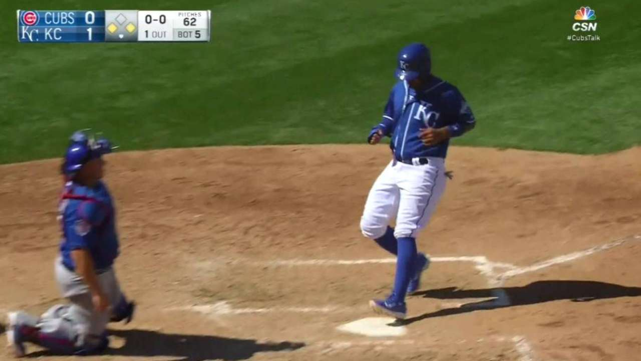 Fuentes' RBI single in the 5th