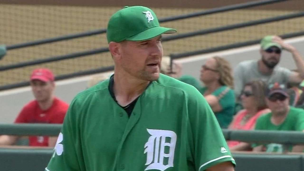 Pelfrey labors early before cruising to the finish