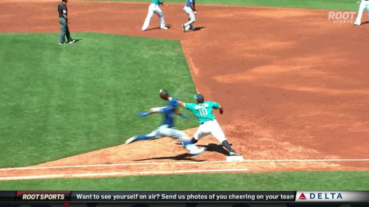 Mariners turn slick double play