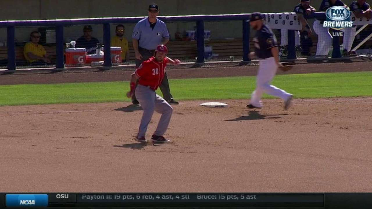 Cave's RBI single ties the game