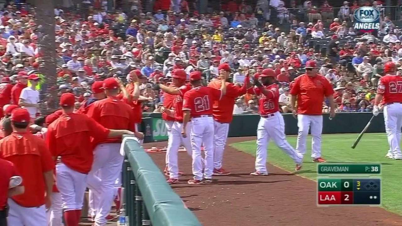 Simmons' two-run homer