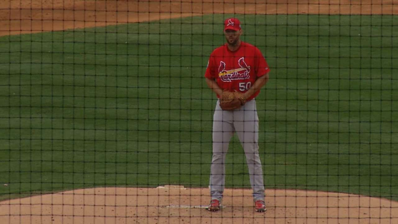 Wainwright thrives 'playing chess' with batters