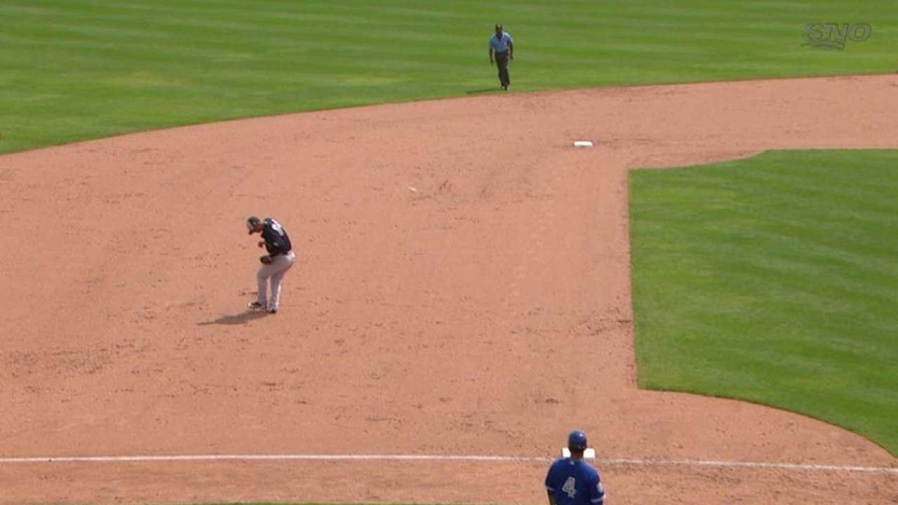 Refsnyder takes grounder to face again, exits