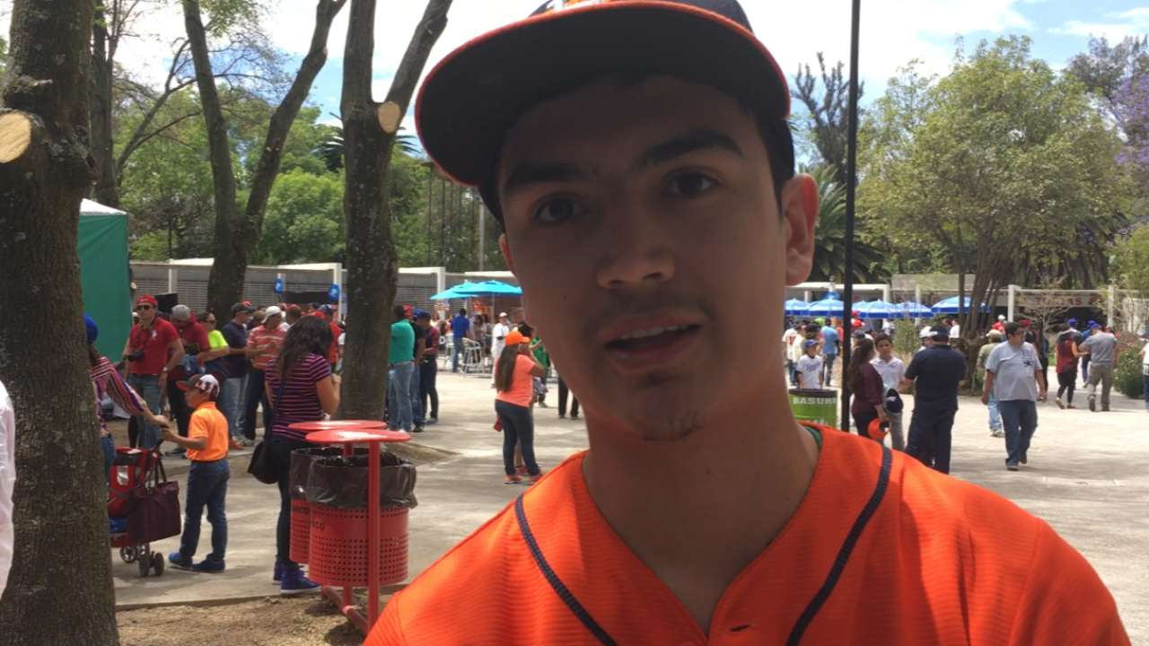 Correa, Altuve fan favorites in Mexico City