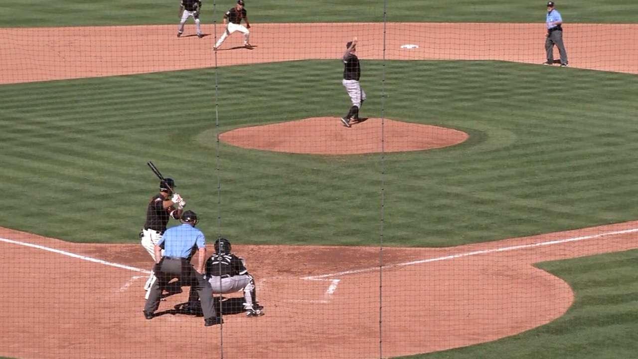 Giants take lead on a balk