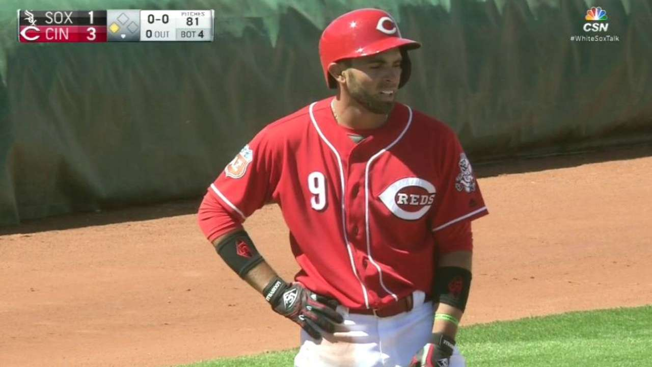 Peraza adds left field to his spring positions